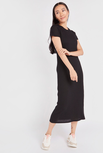 Ribbed Shift Midi Dress with Round Neck and Short Sleeves