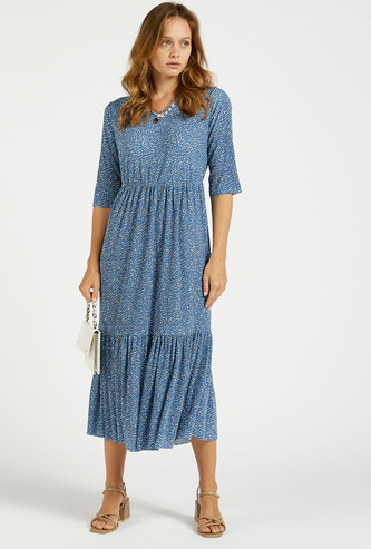 فستان بارز الملمس متعدد الطبقات ميدي بياقة V وأكمام قصيرة وطبعات زهرية