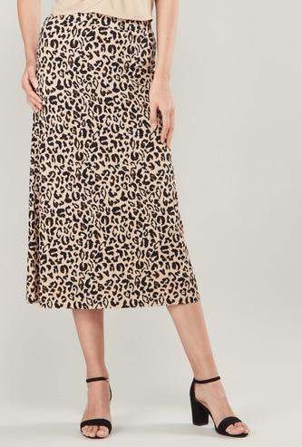 تنورة متوسطة الطول بطبعات نمر بخصر مطّاطي