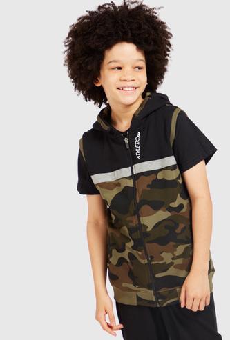 Camouflage Print Sleeveless Hoodie with Zip Closure