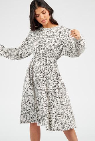 فستان ميدي إيه لاين بطبعات منقّطة وياقة مستديرة