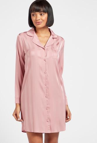 قميص نوم مخطّط بأكمام طويلة وجيب خارجي