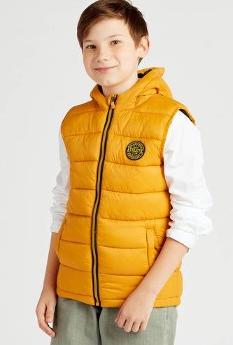 Quilted Sleeveless Jacket with Hooded Neck and Pockets