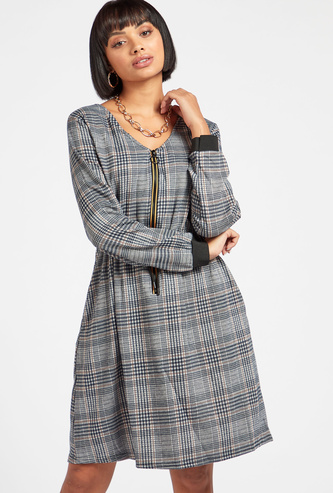 Chequered Knee-Length A-Line Dress with Long Sleeves and Zipper Closure