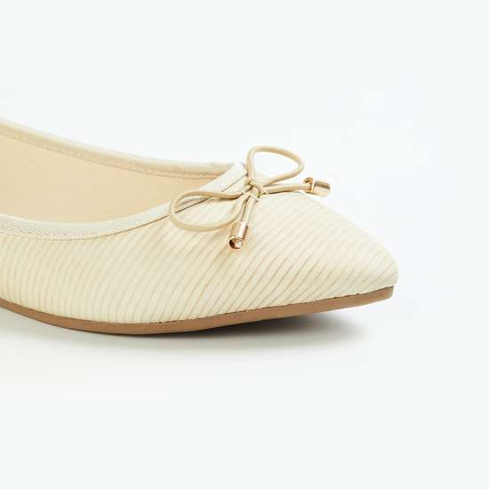 GINGER Women Textured Pointed Toe Ballerinas