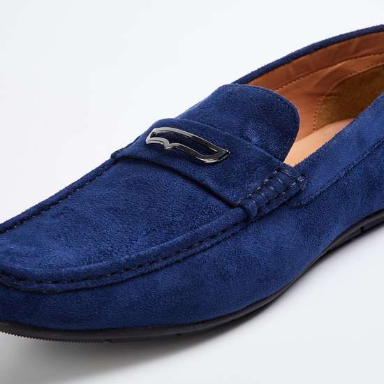 CODE Men Solid Loafers
