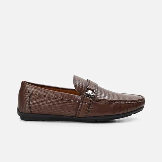 CODE Men Textured Loafers