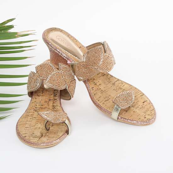 CATWALK Textured Toe-Ring Wedges