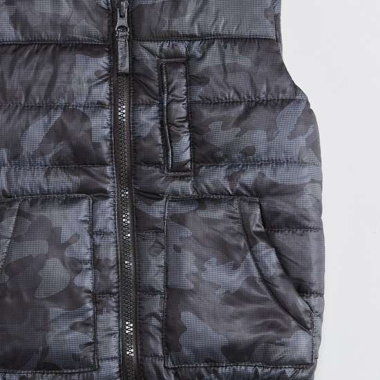 MAX Camouflage Print Quilted Sleeveless Jacket