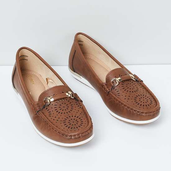 MAX Laser Cut-Out Detail Slip-On Shoes