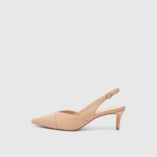 حذاء كعب عالي بمقدمة مدبّبة