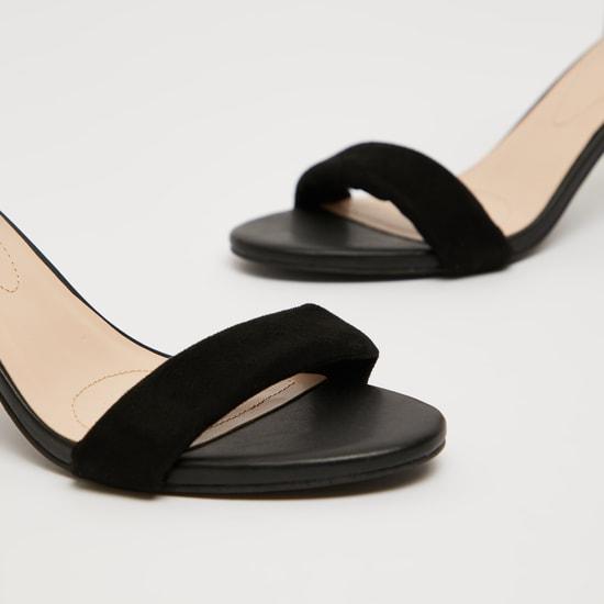حذاء ستيلتو بارز الملمس بإبزيم دبوس لإحكام الغلق