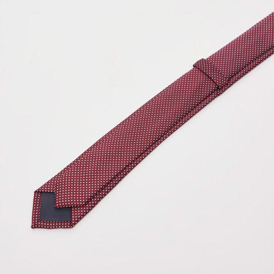 ربطة عنق سليم بارزة الملمس بحلقة تثبيت