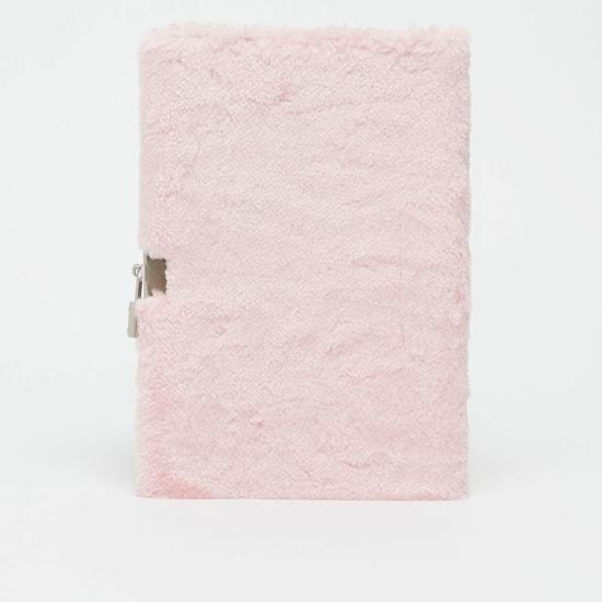 دفتر قطيفة مزين بالترتر على شكل فراشة مع قلم وقفل
