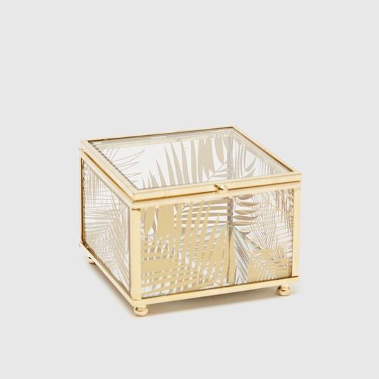 صندوق مزيّن بطبعات