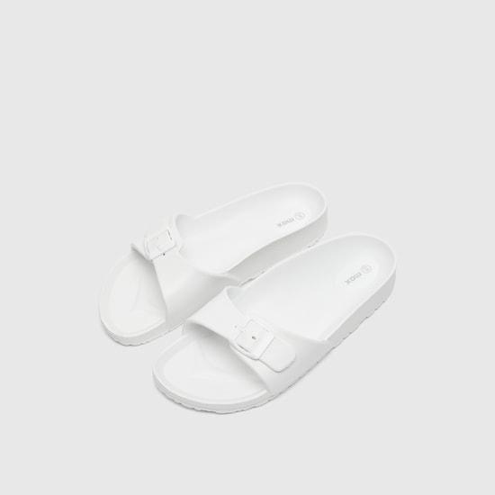 حذاء خفيف بارز الملمس بإبزيم إغلاق بدبوس