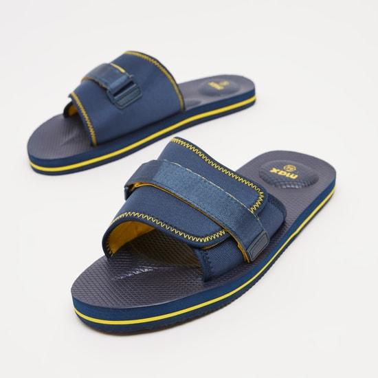 حذاء خفيف بشريط إغلاق وتفاصيل درزات