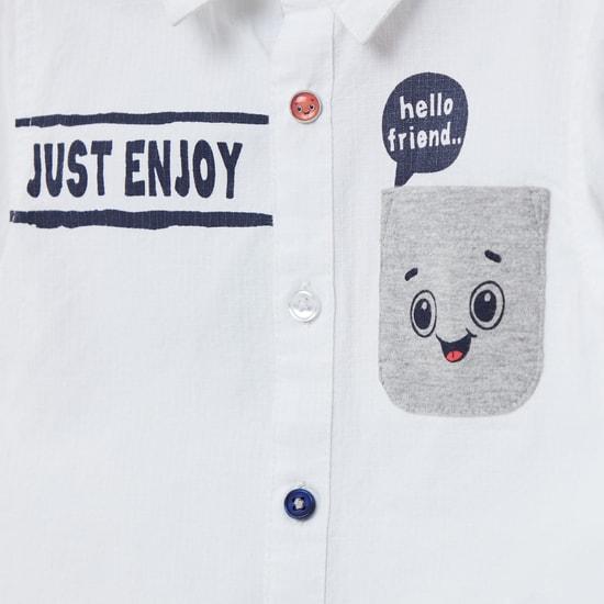 قميص بياقة عادية وأكمام طويلة وطبعات جرافيك