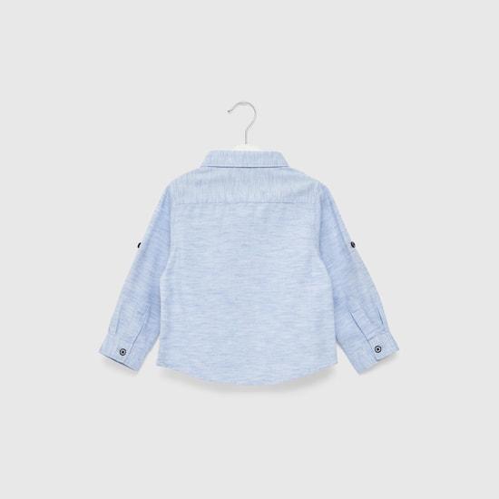 قميص بارز الملمس بأكمام طويلة وتفاصيل جيوب