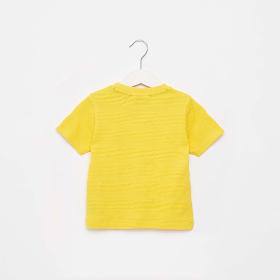 Textured Round Neck T-shirt with Short Sleeves and Mesh Pocket