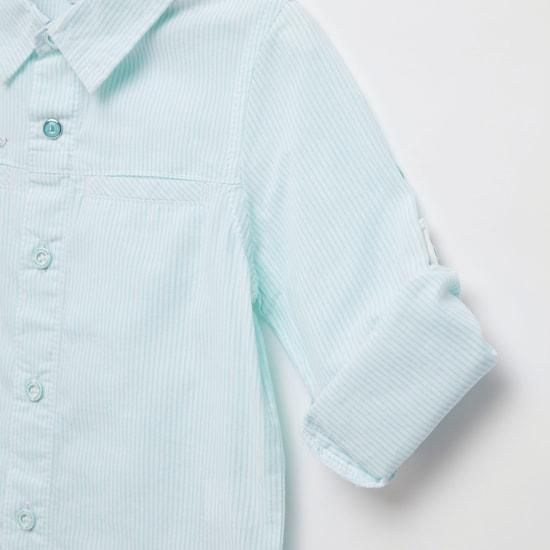 قميص مخطط بياقة وأكمام طويلة