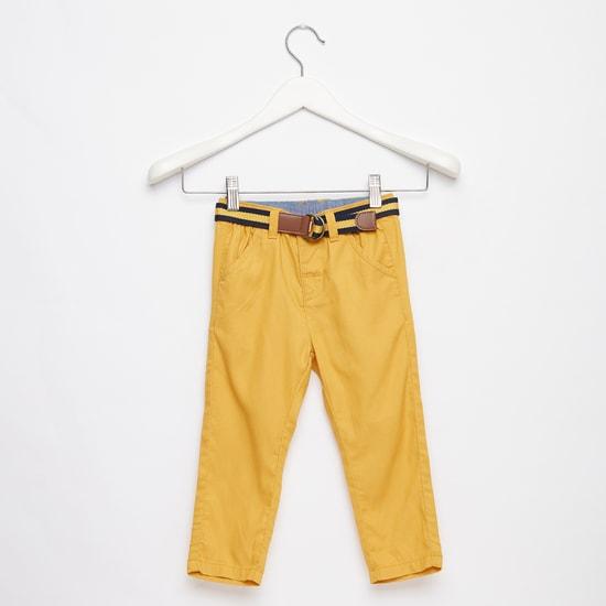 بنطلون طويل بارز الملمس بتفاصيل جيوب وحزام