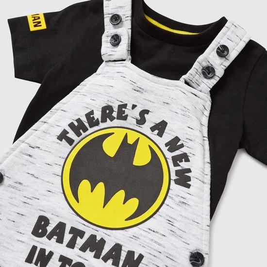 طقم دنغري وتيشيرت بياقة مستديرة وطبعات باتمان