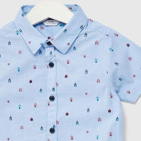 قميص بياقة عادية وأكمام قصيرة وطبعات بالكامل وأزرار