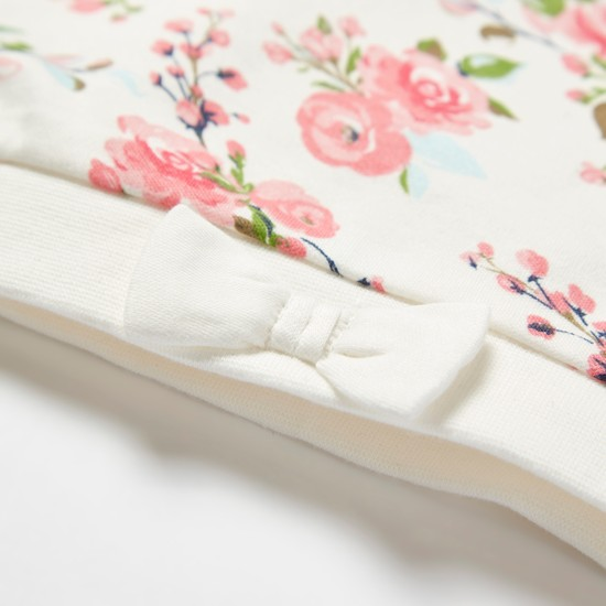 طقم نوم مفتوح القدمين بأكمام طويلة وطبعات زهور وقبعة كاب