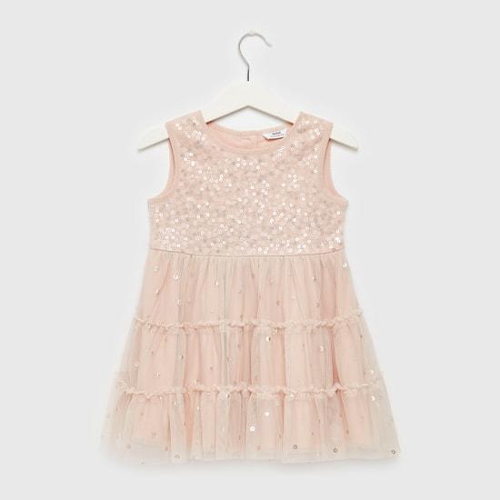 فستان دون أكمام بياقة مستديرة وتفاصيل ترتر