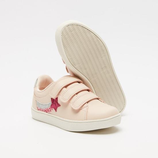 حذاء بتفاصيل مزخرفة مع خطّاف وحلقة إغلاق