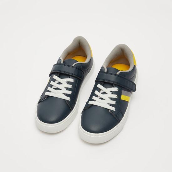 حذاء بألواح وخطاف وحلقة إغلاق