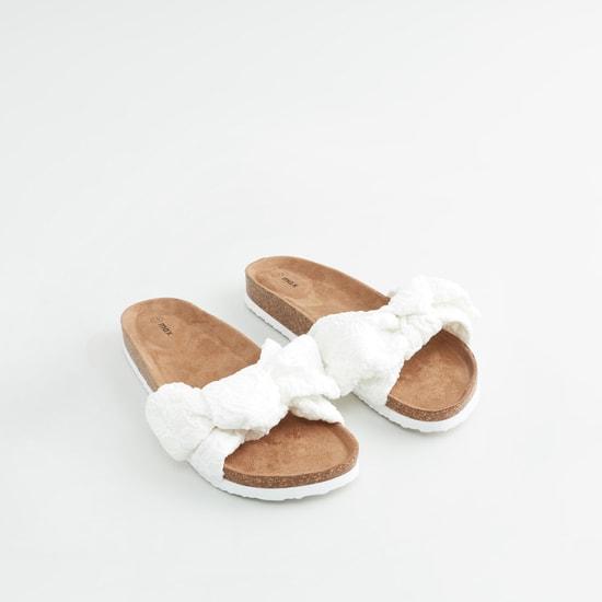 حذاء خفيف بارز الملمس مع عقدة و تفاصيل أحزمة