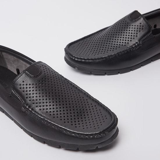 حذاء رسمي بارز الملمس