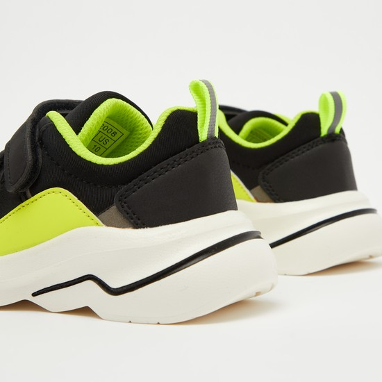 حذاء رياضي بشريط إغلاق مزدوج