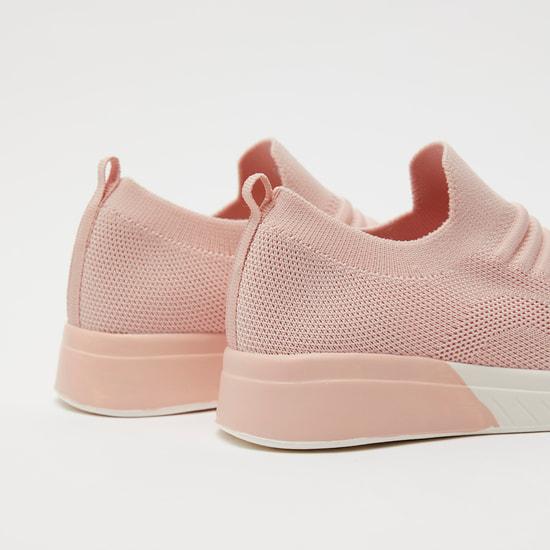 حذاء رياضي شبكي بارز الملمس سهل الارتداء
