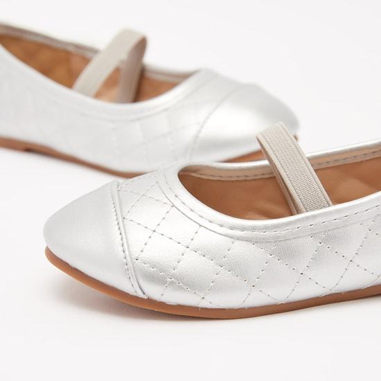 حذاء باليرينا مبطن سهل الارتداء بمقدمة مستديرة ودرزات