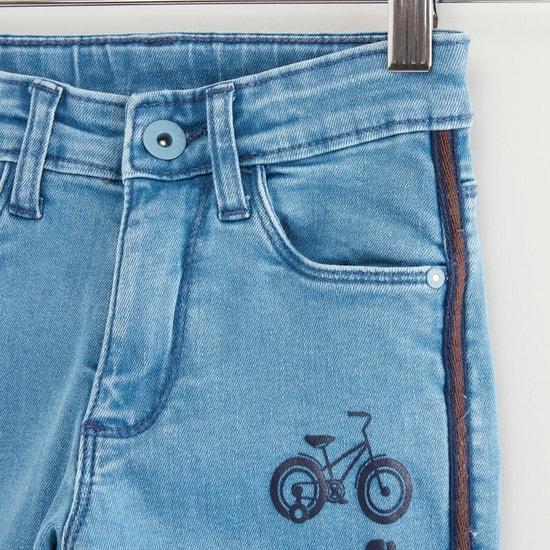 بنطلون جينز مطرّز بجيوب وحلقات حزام