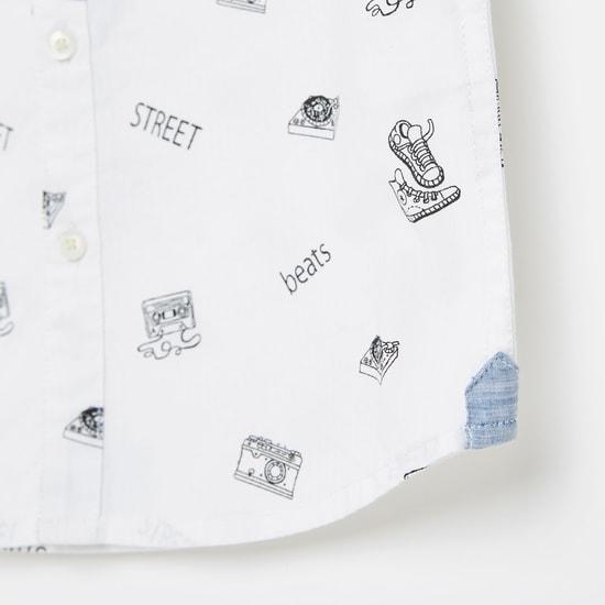 قميص بياقة ماندرين وأكمام قصيرة وطبعات