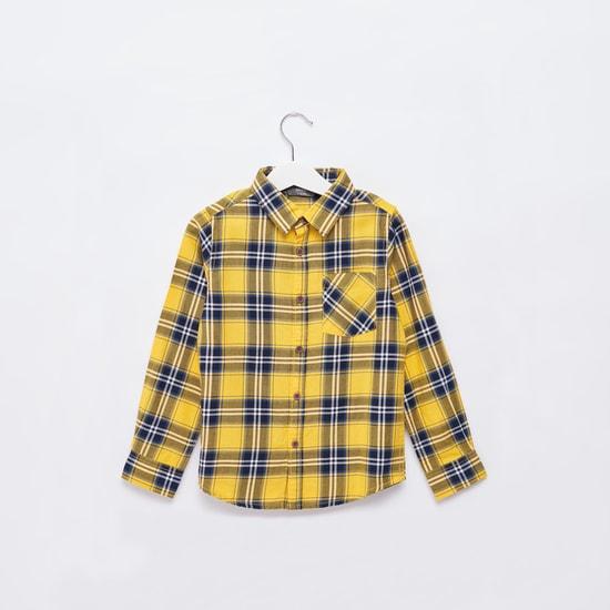 قميص كاروهات بياقة عادية واسعة وأكمام طويلة وجيب على الصّدر