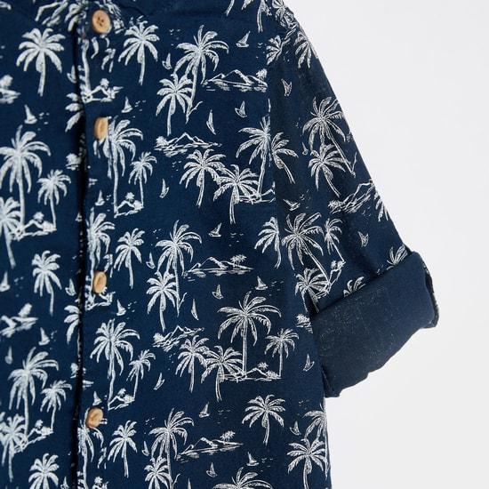 قميص بياقة ماندارين وأكمام طويلة مزين بطبعات