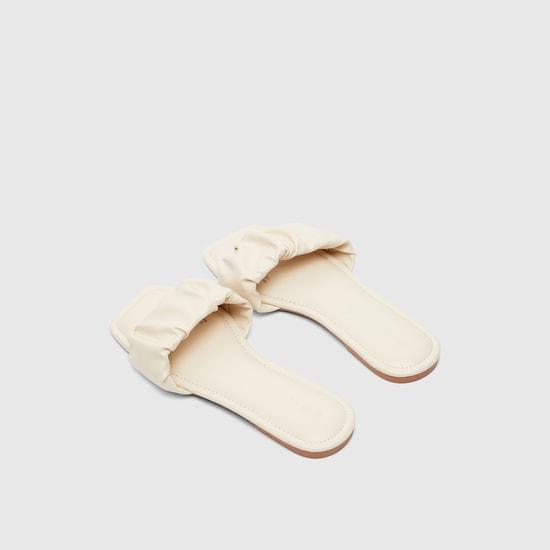 حذاء خفيف مسطّح سادة