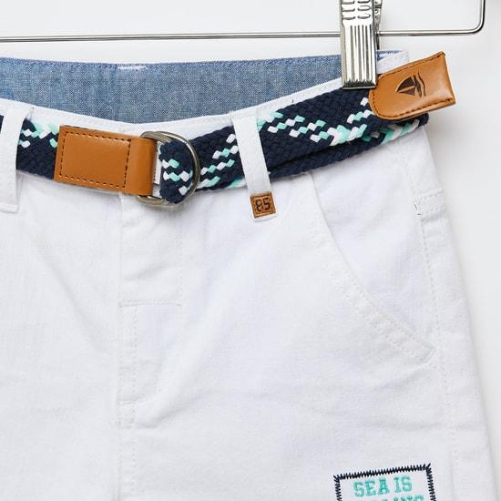 شورت بطبعات وحزام وتفاصيل جيوب