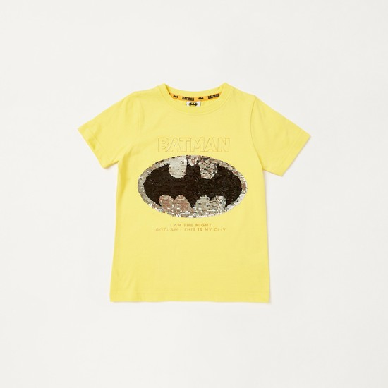 طقم تيشيرت بتفاصيل باتمان بالترتر وشورت بطبعات فويل