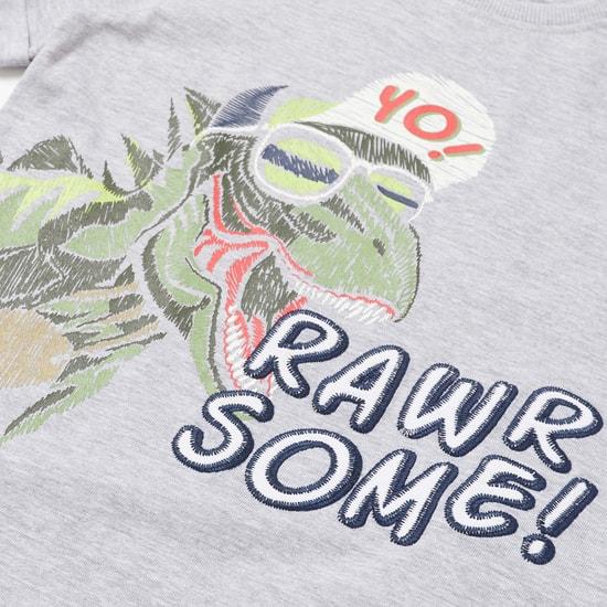 طقم شورت وتيشيرت بياقة مستديرة وطبعات ديناصور