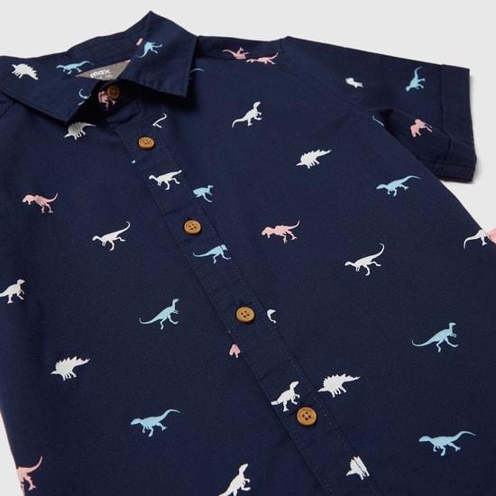 طقم قميص بياقة وطبعات ديناصور وشورت بطول الركبة