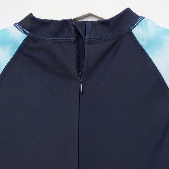 ملابس سباحة بياقة مستديرة وأكمام قصيرة وطبعات