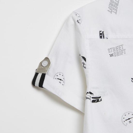 قميص بياقة ماندارين وأكمام قصيرة وطبعات