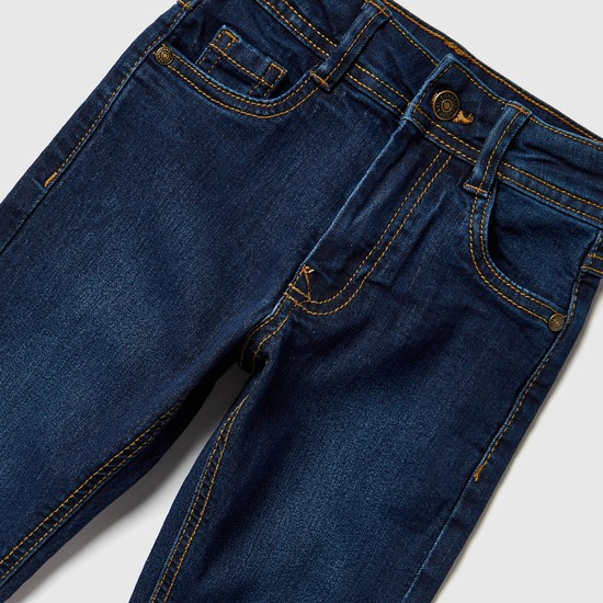 بنطلون جينز طويل بزر إغلاق وتفاصيل جيوب