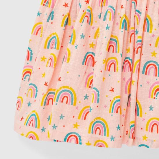 فستان بياقة مستديرة وأكمام كاب وتفاصيل كشكشة